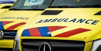 Automobiliste gewond na botsing op boom in Opmeer