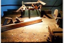 Expositie 'Hout en bewerking' in museumboerderij West-Frisia in Hoogwoud